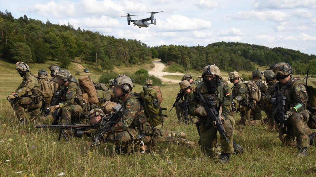Растяжения иушибы: 12 американских десантников покалечились научениях вРумынии