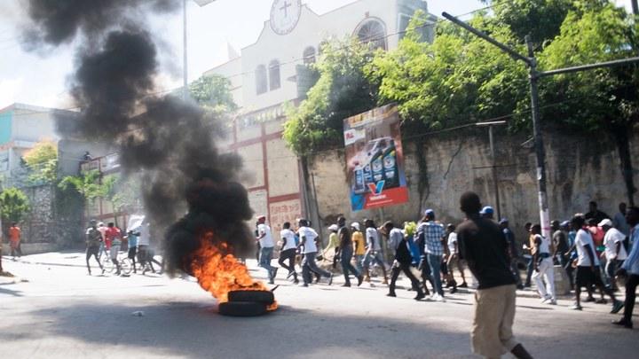 Почему на Гаити жгут американские флаги и ждут Путина