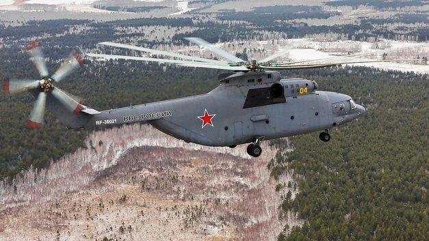 «Сложнейшая задача для экипажей вертолетов»: В Петербурге сняли необычную транспортировку Су-27