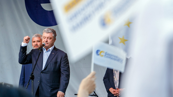 Воспитывайте своего урода: Соратника Порошенко пристыдили за сына, справившего нужду на памятный знак Украины