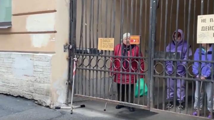 «За нас ходить не надо»: пенсионерка объяснила «навальнятам», что они творят на самом деле