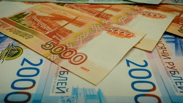 Схватка США и Китая аукнется рублю: России надо быть настороже
