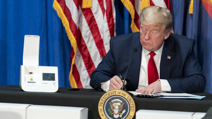 Трамп не боится COVID-19? Едва ли: Экс-сотрудник спецслужб сообщил о спецпрепаратах дедушки Донни
