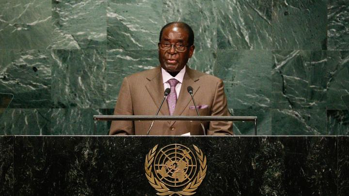 СМИ узнали сумму отступных для ушедшего с поста президента Роберта Мугабе