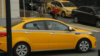 Звезда фильмов Такси прилетел в Симферополь на встречу с таксистами