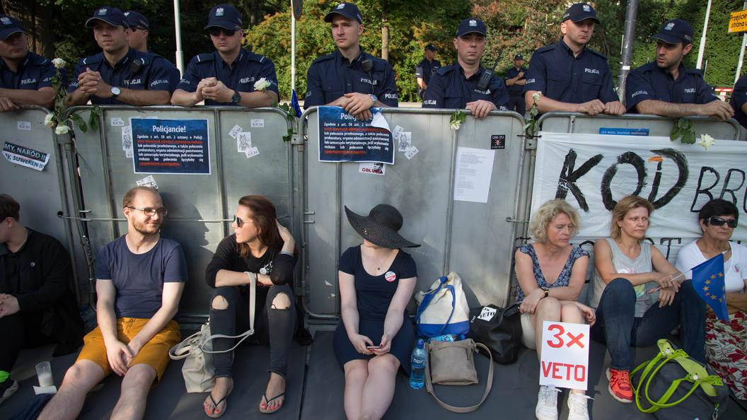 Поляки требуют свержения власти в стране из-за судебной реформы