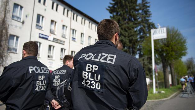 Вооруженный ножом пассажир ворвался в поезд в Германии