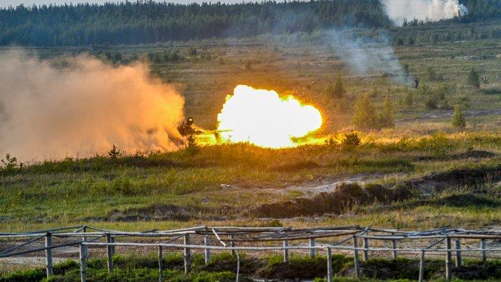 Тяга к самоуничтожению? Десантники ВСУ потопили бронемашину на глазах инструкторов НАТО