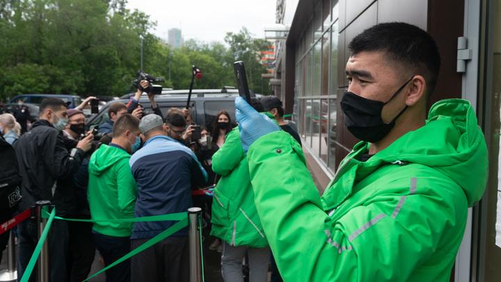 Возмущённые долгами по зарплате курьеры грозят осадой офису Mail.ru Group