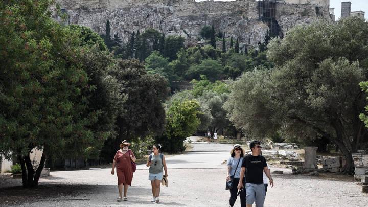 Контролировать каждого, проверять выборочно: Греция откроет границу для России 7 сентября