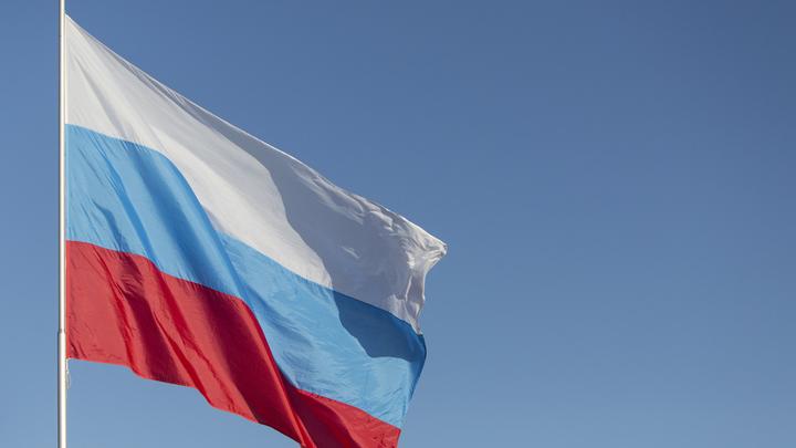 Посвященный флагу России флешмоб привлек спортсменов и деятелей искусства