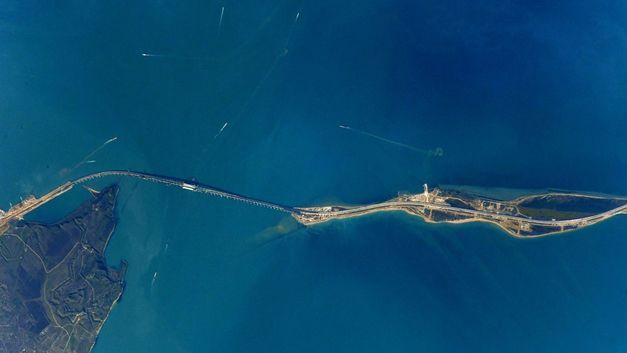 Аэростат «Россия» помог освятить весь Керченский пролив