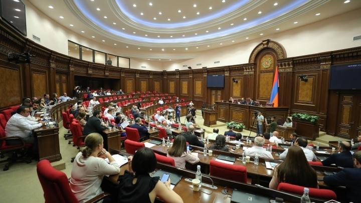Центризбирком Армении утвердил протокол о регистрации новых депутатов