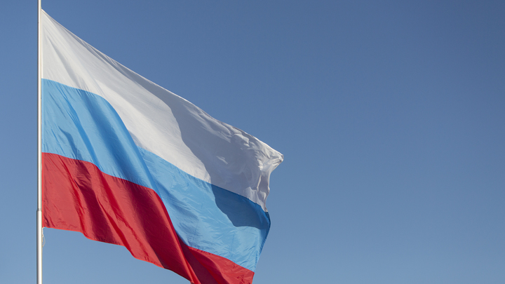 Солнце тоже патриот: Вечернее небо стало флагом России