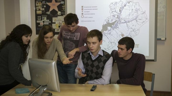 Педагоги СПО Новосибирской области будут получать новые доплаты по 5 тысяч рублей ежемесячно