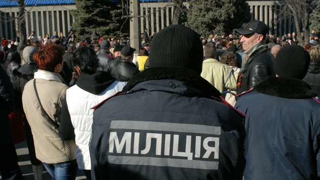 Спросивших про зарплаты шахтеров в Киеве бьют дубинками и травят газом
