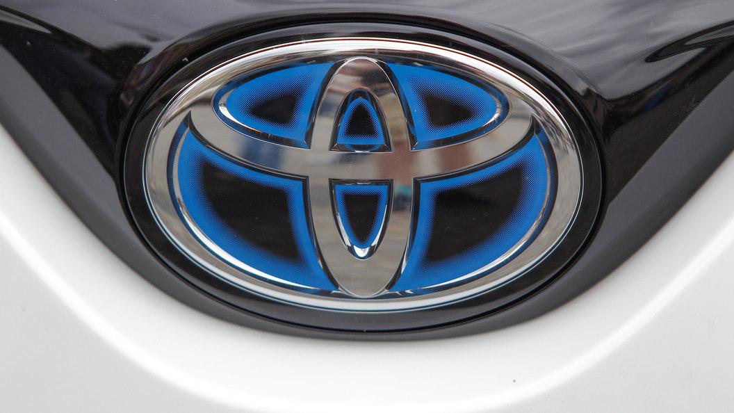 Toyota показала брутальный кроссовер с двойным дном