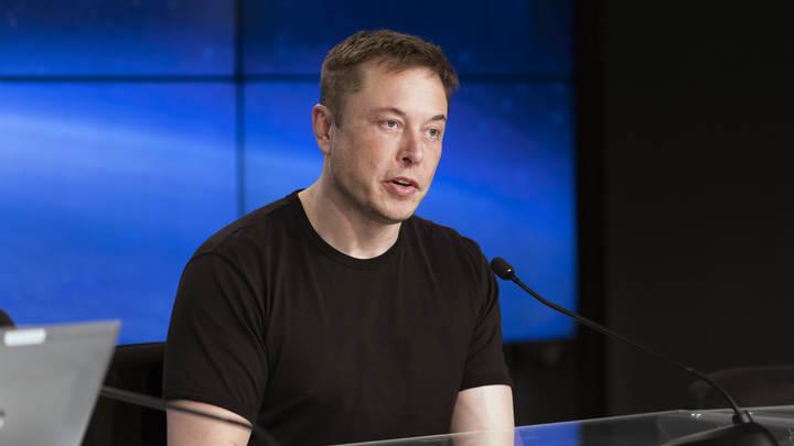 Илон Маск назвал убогими страницы Tesla и SpaceX в Facebook и снес их