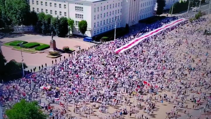 Пронько двумя фото из России показал участь дерзких белорусских заводчан