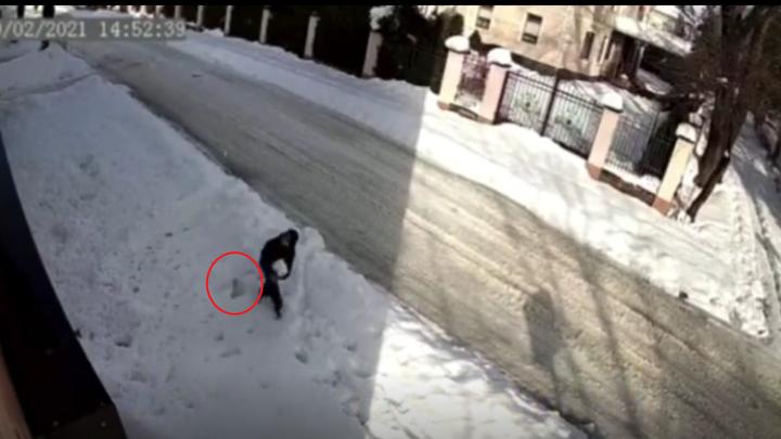 В Горячем Ключе школьник чудом выжил после падения сосульки