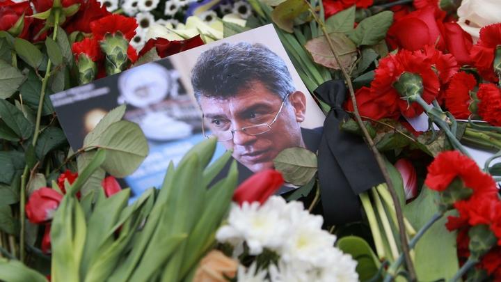 Давайте по закону: Мемориальную доску Немцову демонтируют с жилого дома