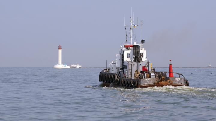 Украинский капитан, отправивший корабли в Керченский пролив, едва не потопил собственное судно 4 года назад - видео