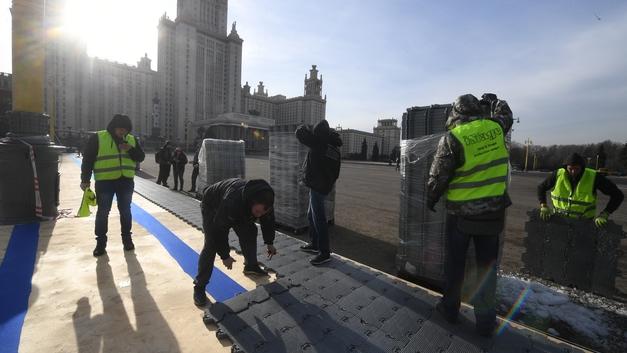 Студенты МГУ создали «живой щит» против фан-зоны ЧМ-2018 - фото