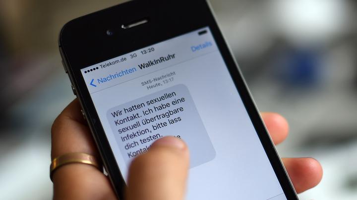 Долой знаки препинания: Американские ученые вывели правила SMS-переписки