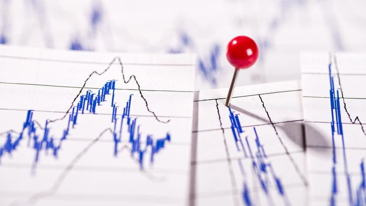 Индекс РТС упал ниже 1100 пунктов