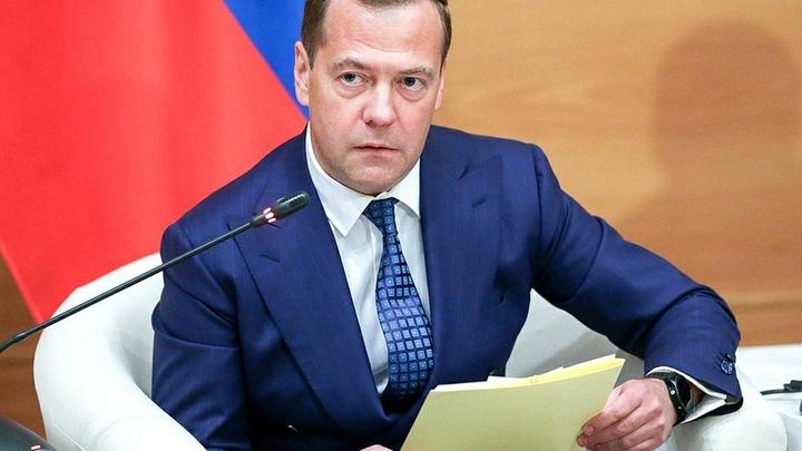 Медведев назвал санкции США против банков России «объявлением торговой войны»