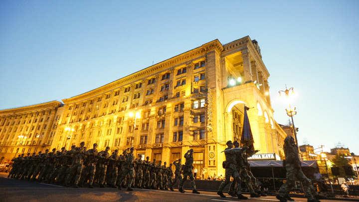 """""""То береты меняют, то приветствия"""" - украинские солдаты выступают против лозунга """"Героям слава"""""""