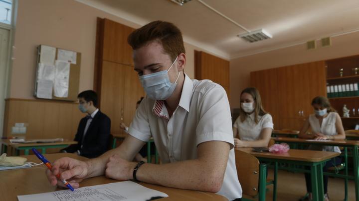 Московские школьники уйдут на дистанционку, но не все и не сразу: Собянин назвал условие