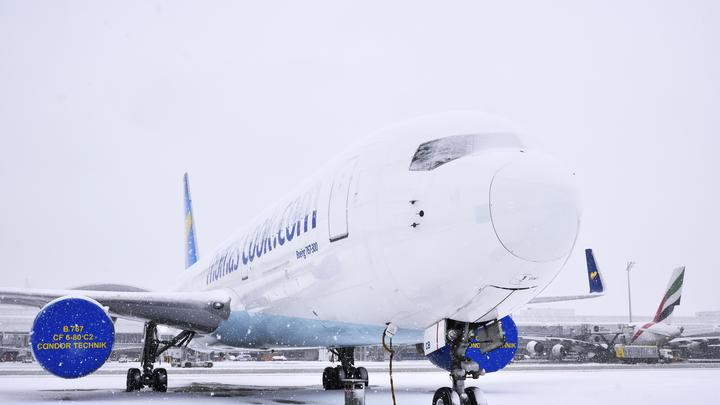 Российские самолеты рвутся в небо: ураганный ветер поднял Ту-204 на дыбы