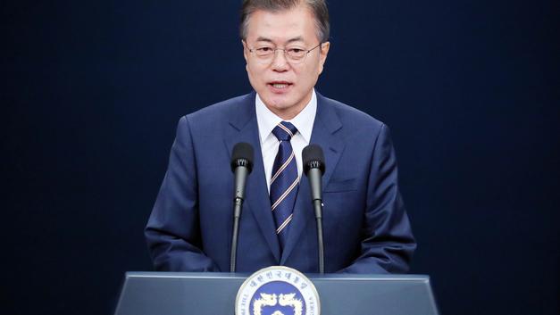 Свой парень: Президент Южной Кореи прошелся по залу и лично пообщался с депутатами Госдумы