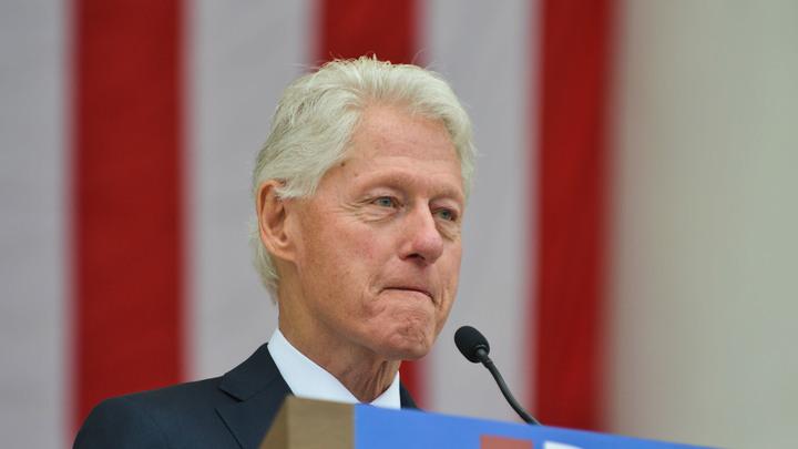 Книга Клинтона об «исчезнувшем президенте» установила рекорд продаж в США