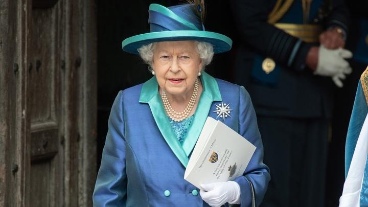 СМИ узнали об искусственной руке королевы Великобритании Елизаветы II