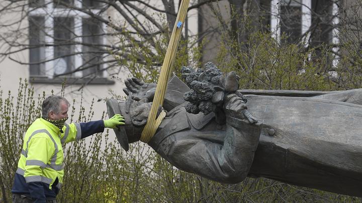 Шойгу только попросил чехов - народ уже пристроил в Москве памятник маршалу Коневу