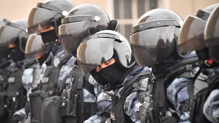 Силовики проводят обыски в квартире лидера ФБК* в Екатеринбурге