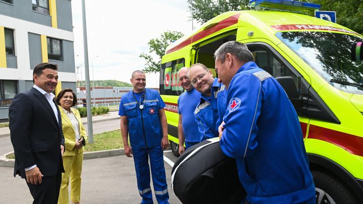 Андрей Воробьёв передал Химкинской подстанции скорой помощи аппарат непрямого массажа сердца