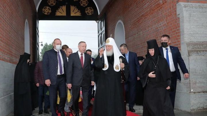 Построим храмы - восстановим Россию: Патриарх Кирилл освятил колокольню Новодевичьего монастыря