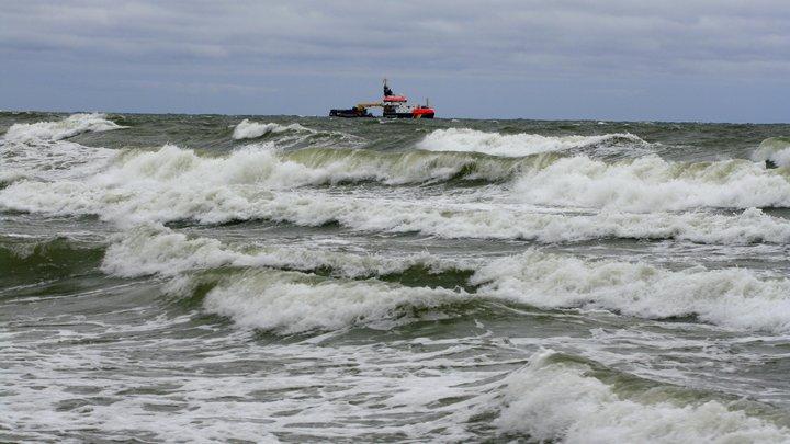 Авиация МЧС возобновила поиски корабля Восток в Японском море