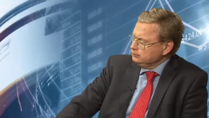 Деньги из Сбербанка - выводить: Делягин рассказал о личной экономической политике после заявлений Грефа