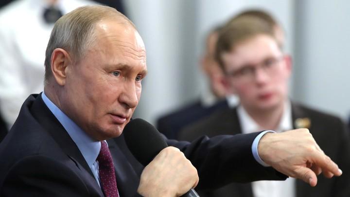 Наглядная политика: Журналист кремлёвского пула заметил интересную деталь на фото Путина с послами