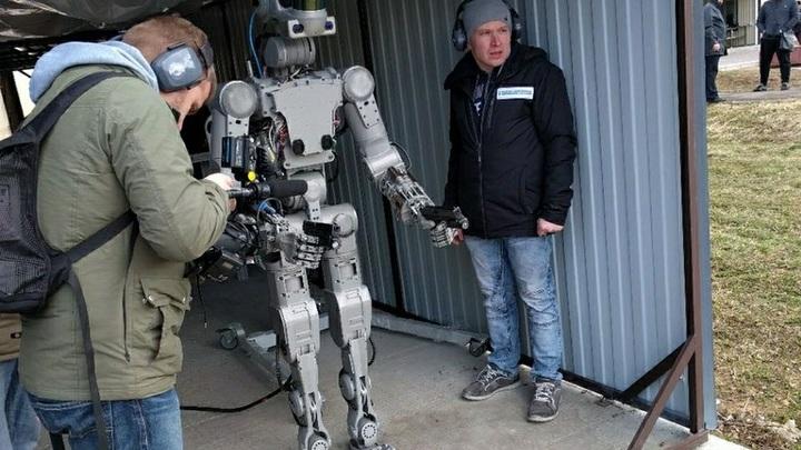 Боевые роботы уже в 2028-2030 годах станут на вооружение армии РФ
