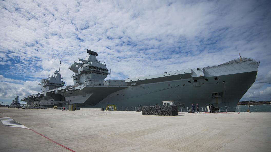 Британский авианосец Queen Elizabeth дал течь после 2-недельной эксплуатации