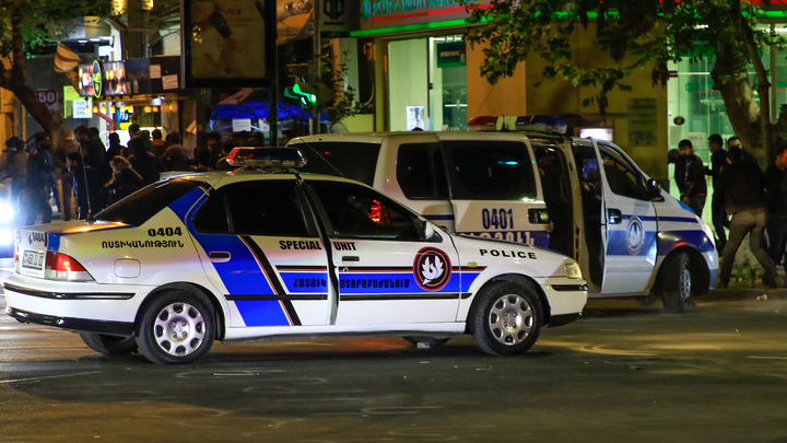 Полицейский, пытавшийся в одиночку остановить стрелка в ереванском банке, скончался