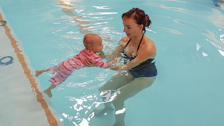 В Кургане родители учат детей плавать, драться и говорить по-английски