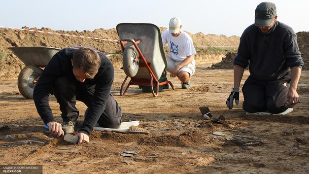 Редкую статуэтку беременной Венеры нашли археологи в Брянской области