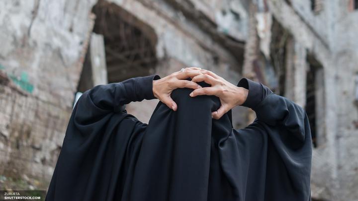 CNN: Боевики ИГИЛ крушили фейковые памятники