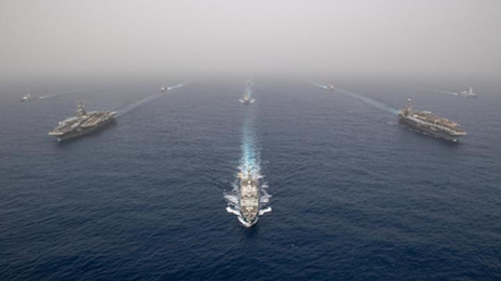 Против Ирана США засылают опытного бойца с неугодным режимом - авианосец Авраам Линкольн